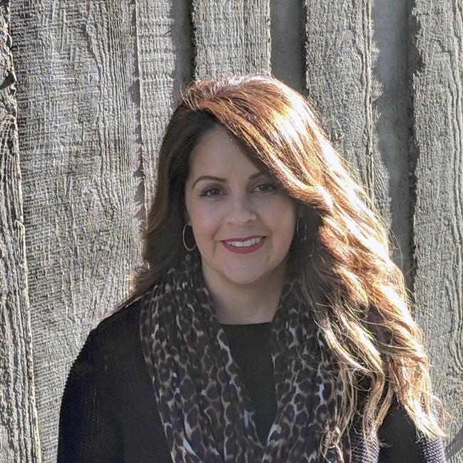 headshot of Claudia Vazquez