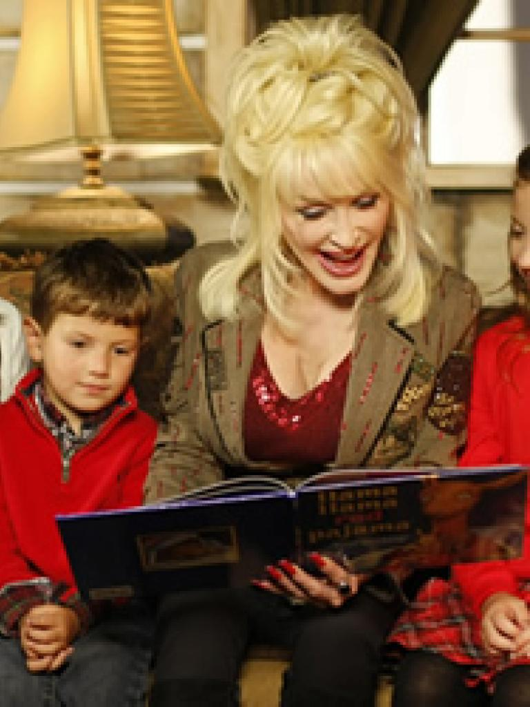Dolly Parton reading to children