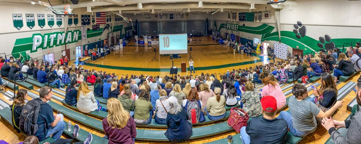 a panoramic photo of the etc conference keynote, showing around 300 people facing a projecctor screen and keynote speaker, Cate Tolnai.